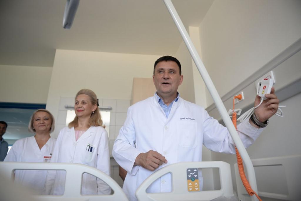 Faktor | Kandidat SNSD-a Vlado Đajić penzionerima nudi besplatne ...