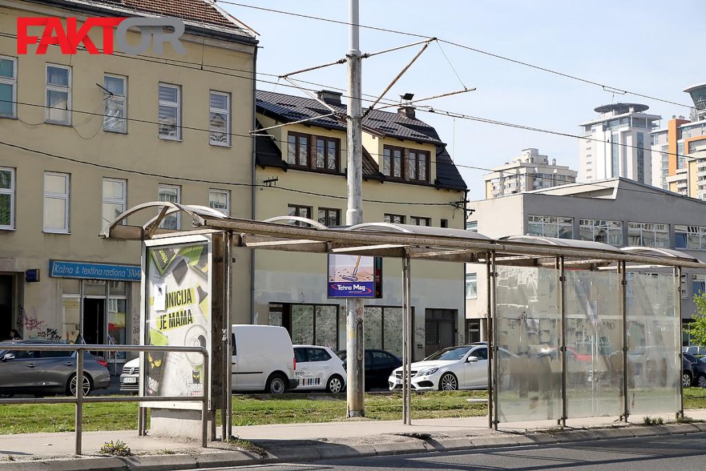 Rezultat slika za Tramvajske stanice godinama su ruglo u Sarajevu: Traži se korpa za otpad