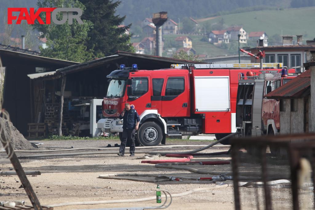 Prije izbijanja vatre čule se manje eksplozije: Veliki požar u Ilijašu stavljen pod kontrolu