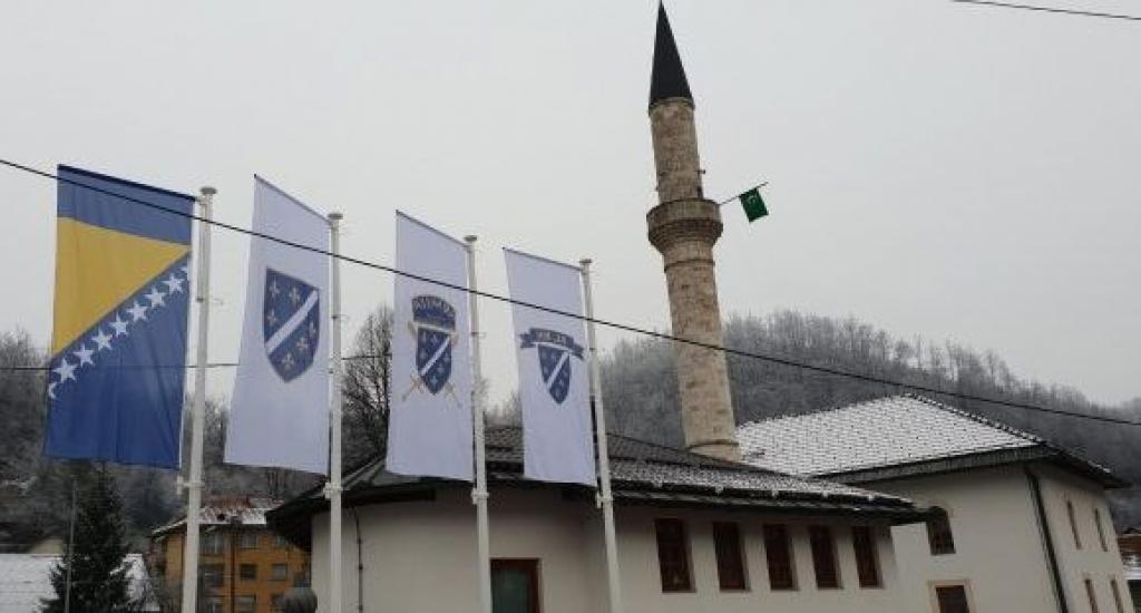 Slavni sportaš se hvali: Srušena zastava Hrvata u Varešu - Page 2 C4c5dfc53b62630893aec462f2e08a93