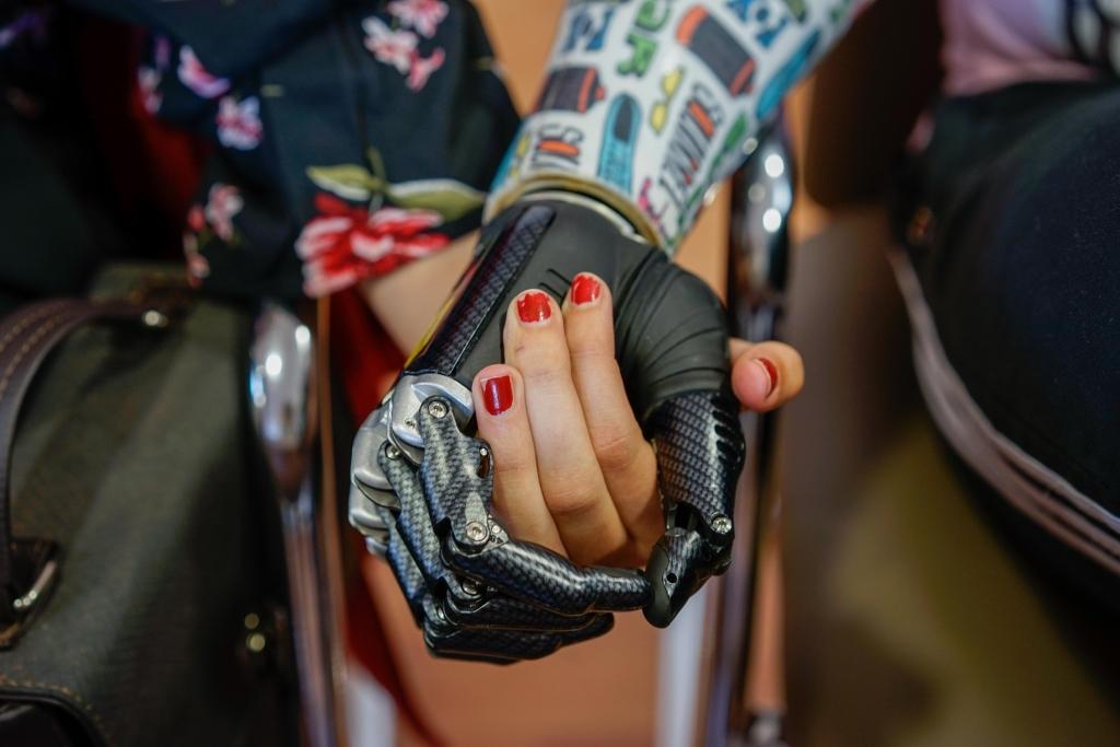 držeći se za ruke tijekom upoznavanja dating-site uri de matrimoniale