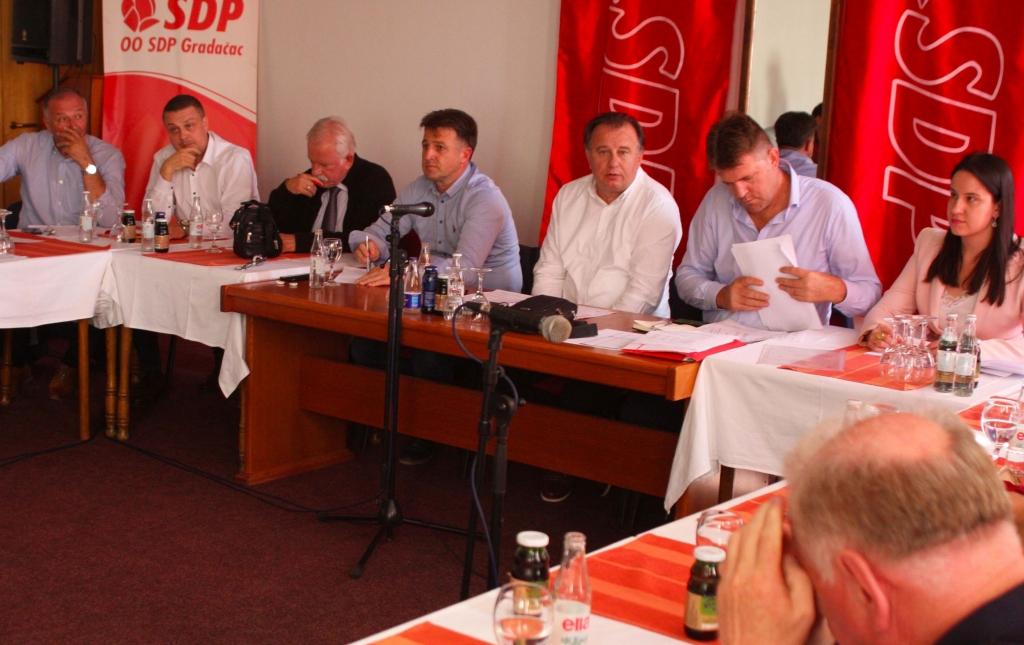Otjerali Hakiju Meholjića, postavili Begu Bektića: Vrh SDP-a pere ruke, a oni su ga direktno imenovali