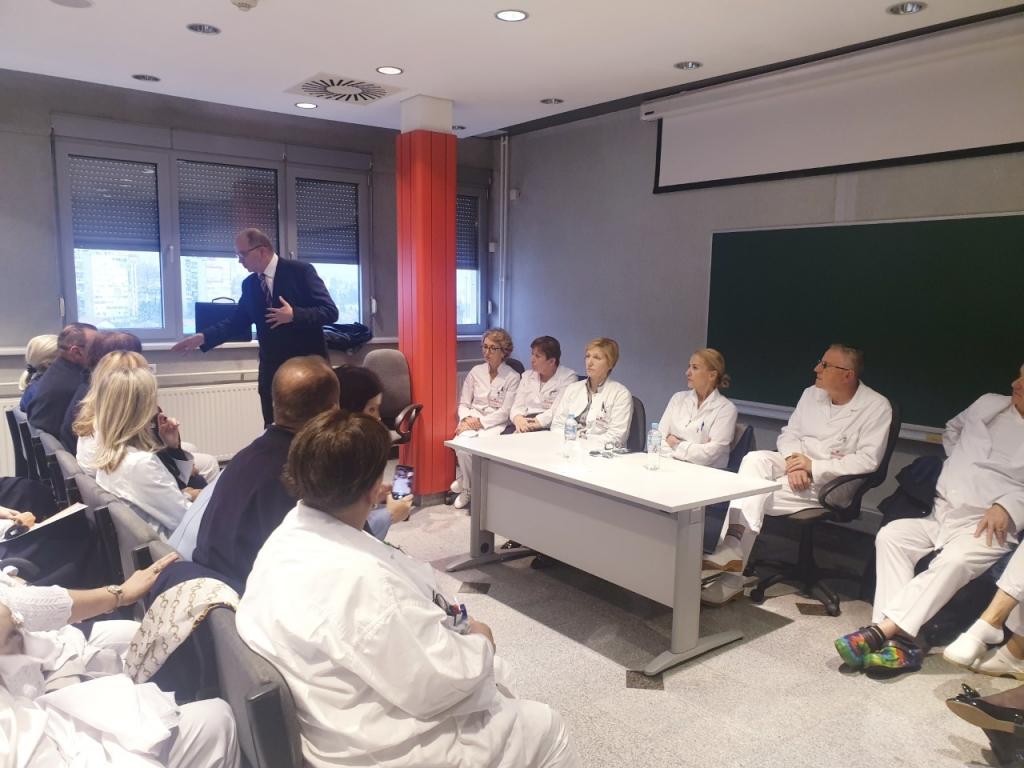 LJEKARI TRAŽE ZAŠTITU KAO SLUŽBENE OSOBE! Sutra dvosatni štrajk upozorenja na KCUS-u zbog napada na dr. Hasanbegovića