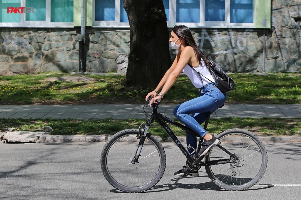 Ljepotice i bicikli - Page 13 8ddc9b647ff57081a543aa3f7e00bd95