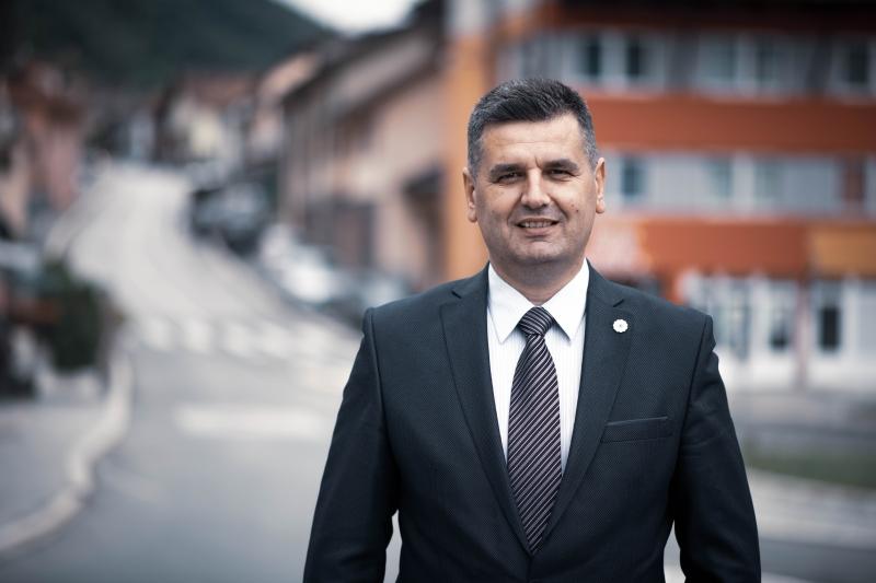 Tabaković: Spomenik miru je ruglo od 70.000 KM, iza njega stoji Grujičić zbog kojeg Srebrenicu vežu uz afere