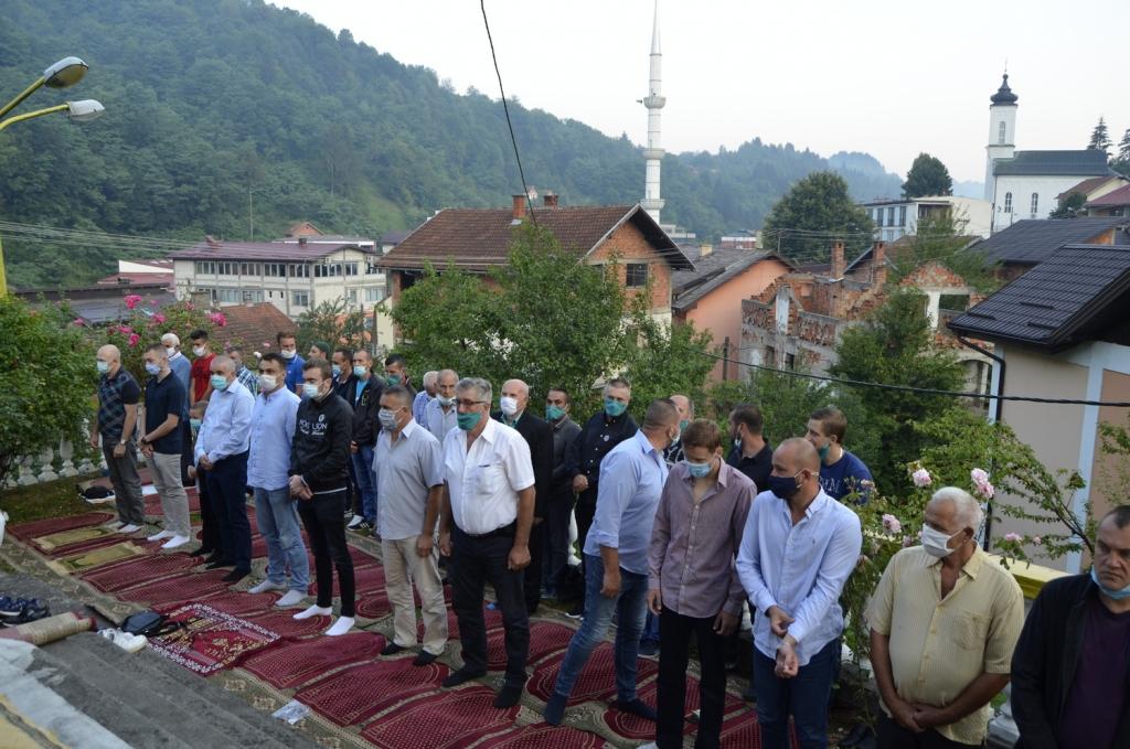 Srebrenica: Bez električne energije u srebreničkim džamijama klanjan bajram-namaz
