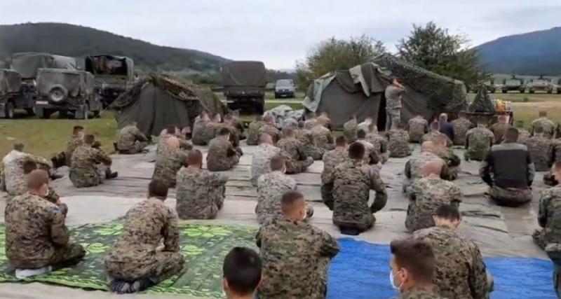 Pripadnici OS BiH na Manjači klanjali džumu, SDS panično traži od Dodika da prekine vježbu