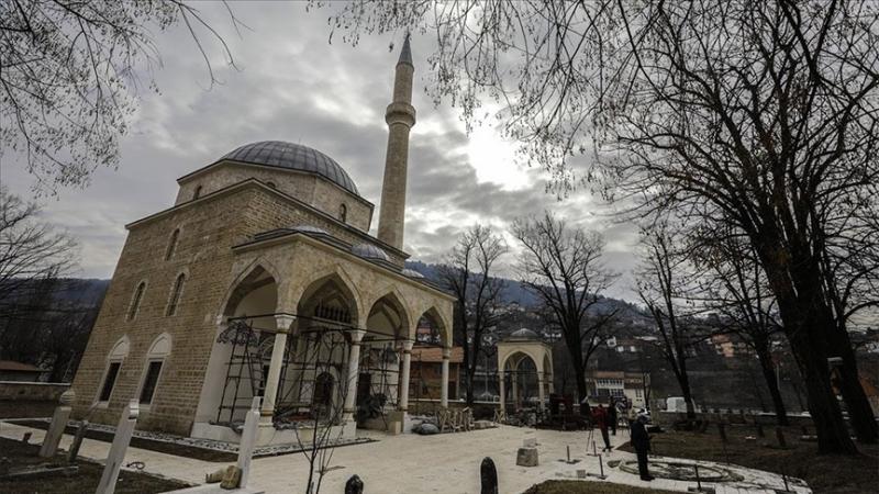 Oštećena munara Aladža džamije u Foči, sumnja se da je pucano na nju