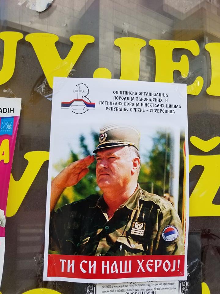 U Srebrenici postavljeni pa ubrzo uklonjeni plakati kojima se veliča zločinac Mladić