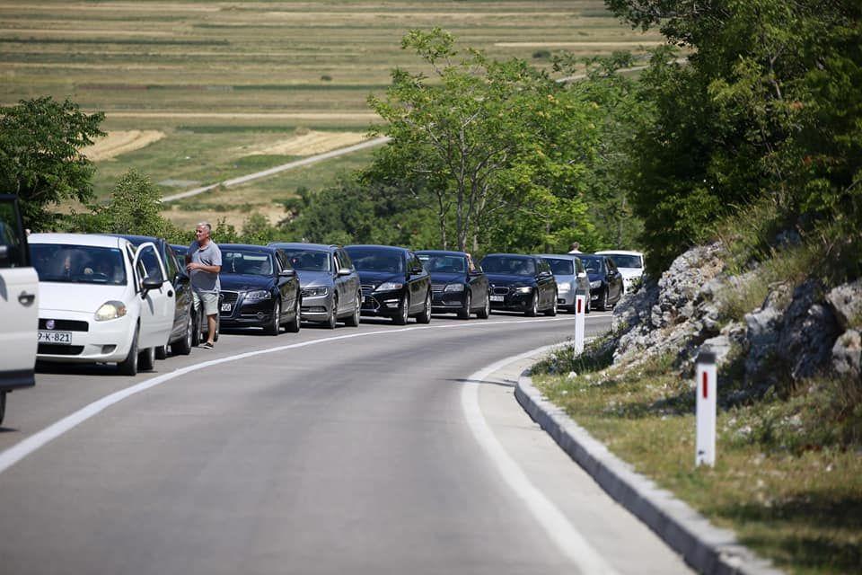 Čekanje na granici sa Crnom Gorom (Haris Karamehmedović)
